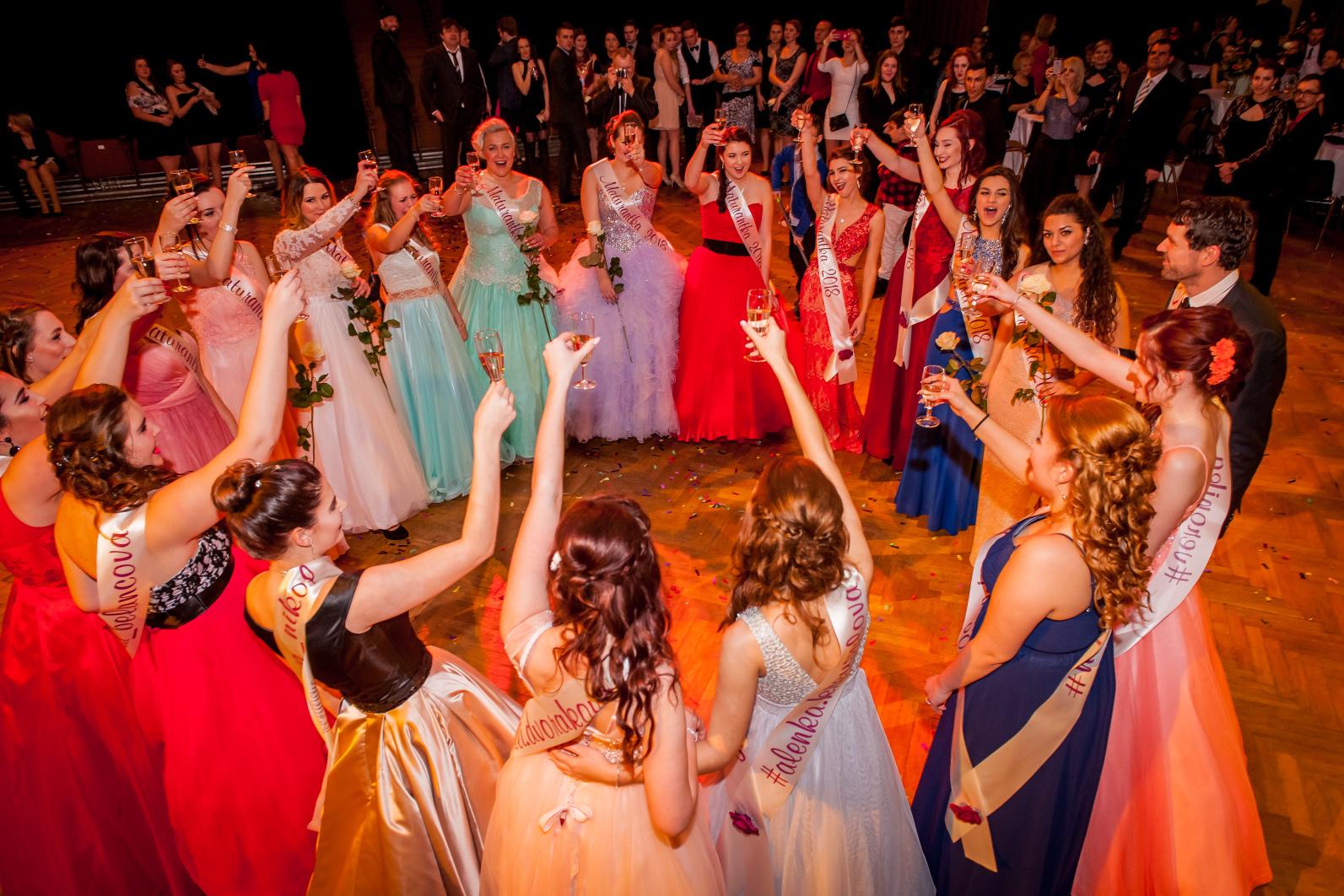 Vyhrajte focení maturitního plesu v hodnotě 5000 Kč zcela zdarma - zapojte se do soutěže!