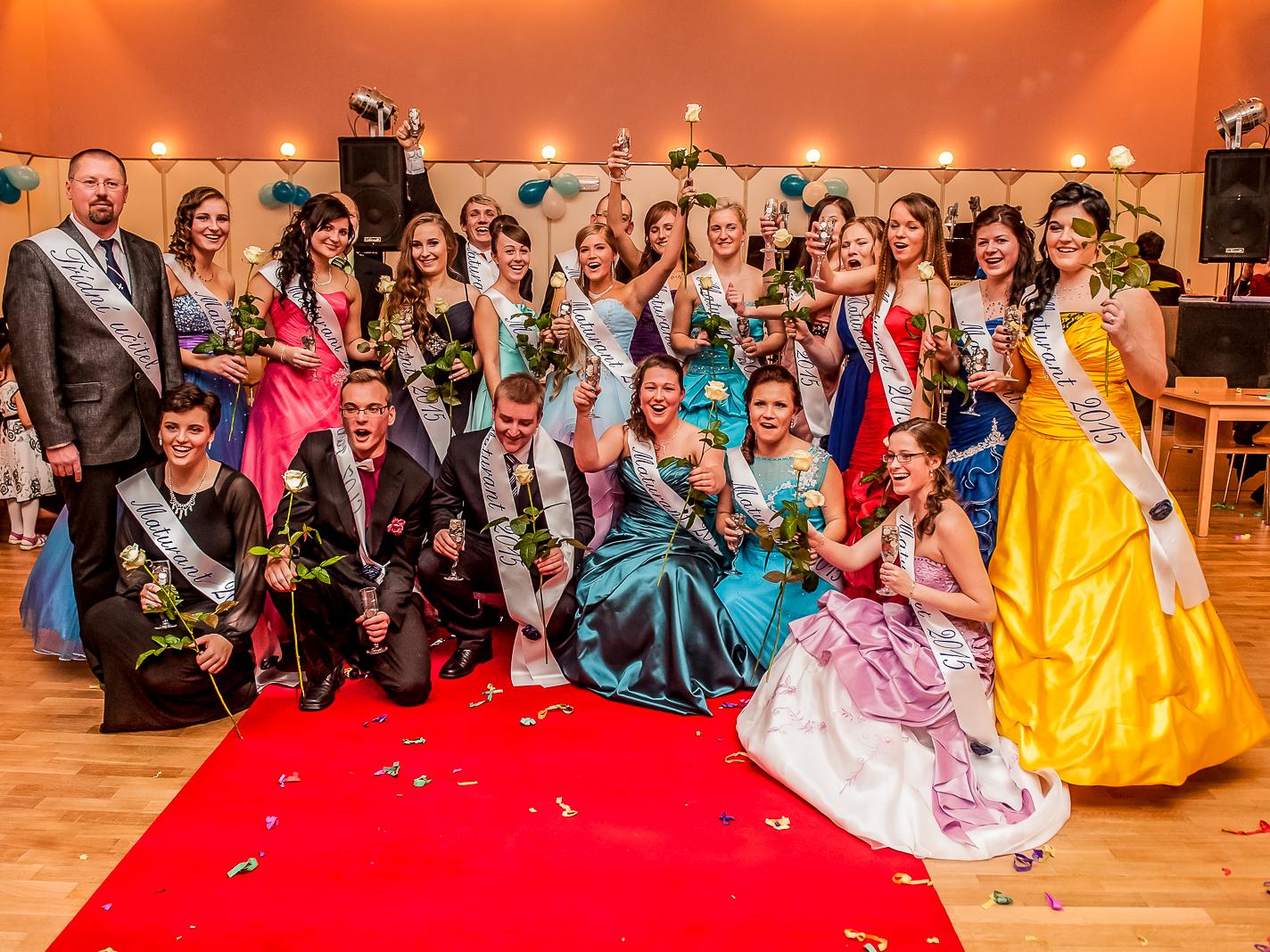 Focení maturitních plesů je aktuální téma