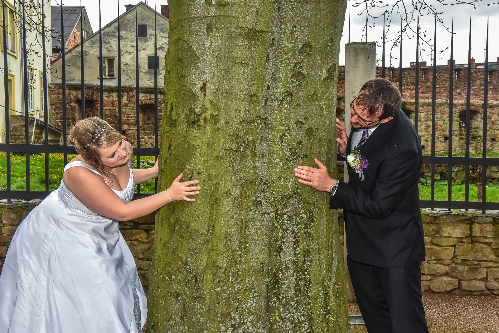 Svatební fotograf se přizpůsobí dešti i sněhu