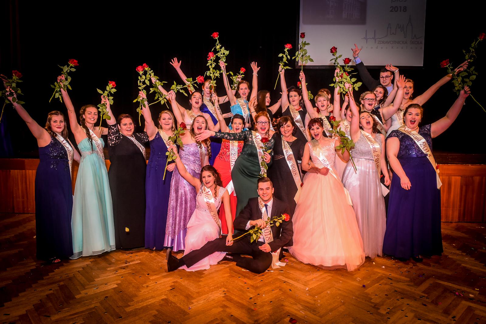 Focení maturitních plesů jde do finále!