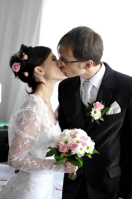 Svatební kytice na svatební fotografii